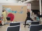 Carmen Olsson dansar – i bakgrunden livemålning