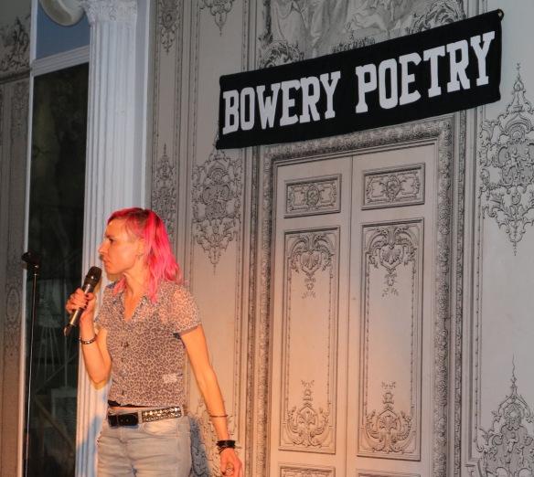 Louise Halvardsson på scen i New York. Foto: Aliah Rosenthal